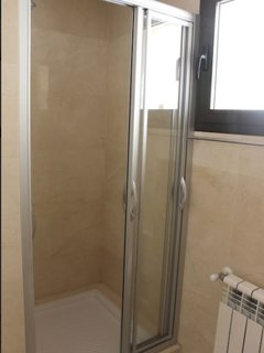 Twin bedroom shower room