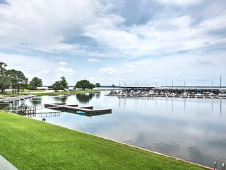 NEW! Waterfront Condo on Lake Conroe w/Dock Access