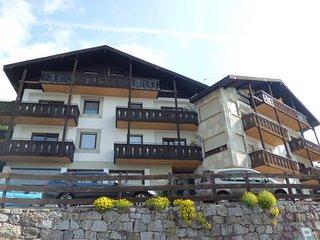 Ruhig gelegene Ferienwohnungen in Dorf Tirol mit wunderbarer Aussicht und Pool.