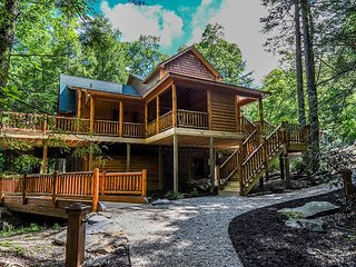 Secluded Lakefront Log Home w/ Hot Tub and Private Dock!