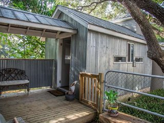 South Shore Lake Travis Cabin for Four - Bring the Family, the Dog, and the Boat