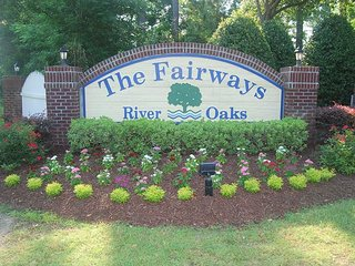 3 Bed 2 Bath 2nd floor condo on RiverOaks Golf Course