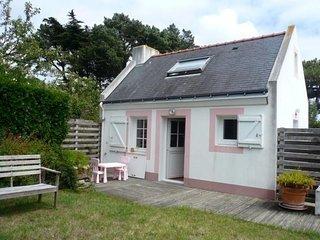 Petite maison indépendante avec jardin proche du Palais et de la plage.