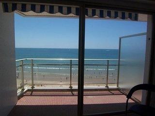 Avec une superbe vue sur la plage