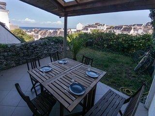 Maison de ville avec terrasse et vue sur la mer