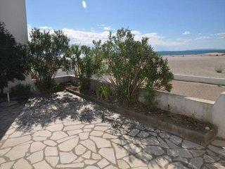 Residence tres recherchee sur la plage avec piscne
