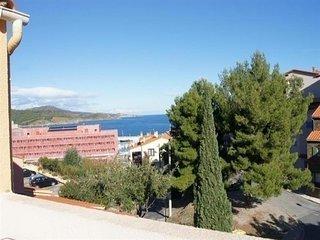 Appartement très bien équipé à deux pas du port de plaisance, avec terrasse vue