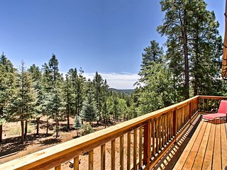 Remote Prescott Cabin w/Mtn Views 8 Mi to Downtown