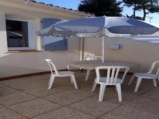 PROXIMITE PLAGE DES DUNES - Agreable maison de type 3 avec patios clos / 4 perso