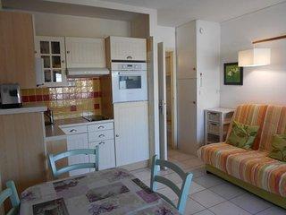 Agréable studio cabine sur le port dans résidence avec piscine