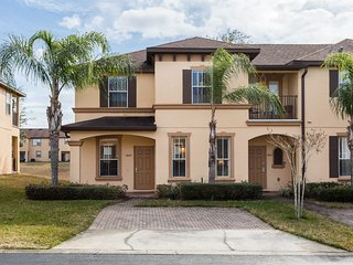 Regal Palms Townhouse, 4 bedrooms and 3.5 baths and sleeps up to 8!