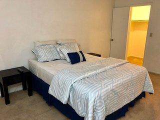 3 bed 2.5 town home near strip!