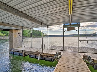 Lakefront Greers Ferry Cabin w/ Covered Boat Slip!