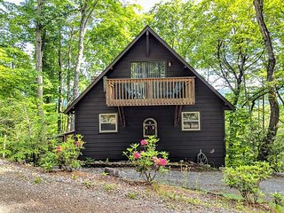 Long Range Views, Screened porch, 3bed 3 full bath, hike, fish, relax