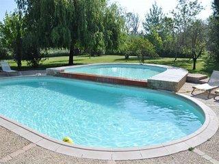 En camargue , gîte 100 m2 avec piscine spa et parc