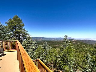 Cabin w/Decks+Mtn Views 8 Mi. to Downtown Prescott