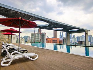 COZY D'Majestic Suites 10-1 + INFINITY POOL + GYM
