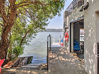 Lakefront Clearlake Home w/ Kayaks & Private Dock!