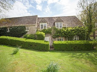 HIC01 Cottage situated in Cirencester