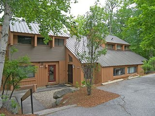 V3703 - Managed by Loon Reservation Service - NH Meals & Rooms Lic# 056365