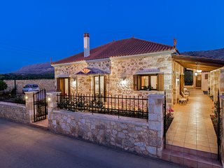 Elegant stone built villa with gardens, BBQ, near Chania town center & beaches
