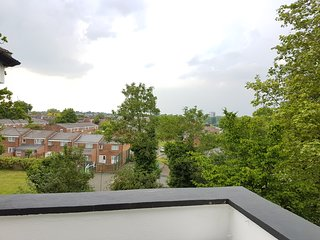 Cosy studio with huge balcony, ensuite, kitchenet and a great view