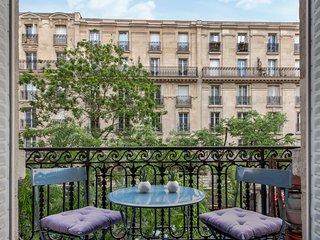 Typical Parisian flat with balcony - W454