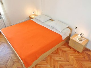 Apartments Majkovica- Double Room with Private External Bathroom