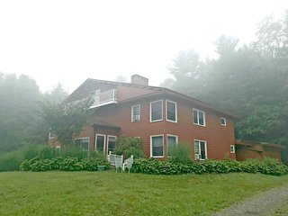 Mountain View Lodge-Spacious house sleeps 17, Near Hiking, Blue Ridge Parkway, S