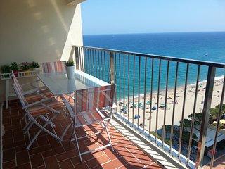 Apartamento en la Costa Brava (Platja d'Aro) con vistas, en primera linea de mar