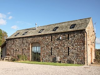 CORN RIGG COTTAGE, woodburning stove, pet-friendly, countryside views, Ousby, Re