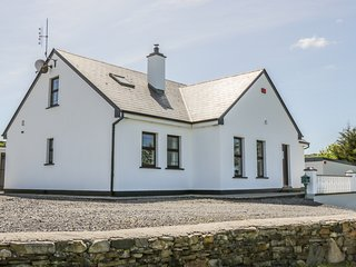 THE COTTAGE, fantastic views, woodburning stove, near Westport, Ref 984077