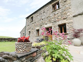 GRAYRIGG FOOT STABLE, Wi-fi, off road parking, open fire. Ref: 972379