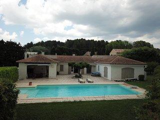 Villa Contemporaine à Saint-Rémy-de-Provence, piscine privée et jardin, au calme