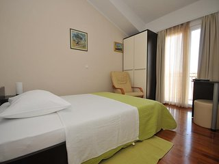 Private single room Trogir- Villa Maslina****