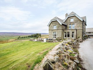 MOSCAR LODGE, regal Victorian cottage, Peak District,982527