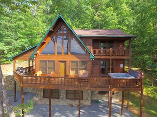 Sunshine Retreat - Mountain Views - Hot Tub - Sleeps 10 - *Game Room*
