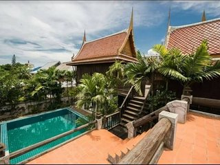 Sanporn Villa, Private Pool with Thai-Loft style,Close to shopping area,central