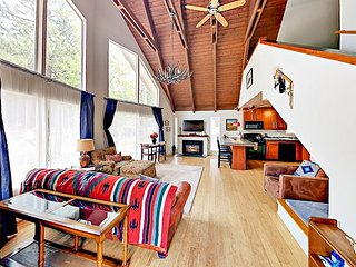 Sunny 3BR Chalet w/ Loft & Hot Tub - Walk to Bijou Park, Mins to Heavenly