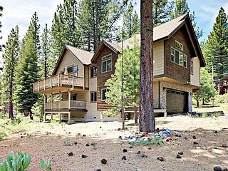 Custom 3BR w/ 2 Decks & Mountain Views - Near Skiing, Golf, Hiking, Dining