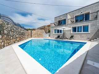 Villa Kabalero - Studio with Patio and Pool View 1