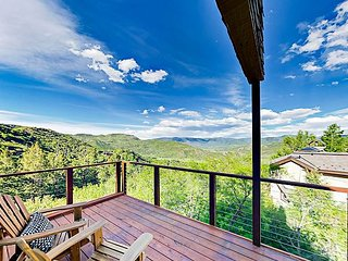 5BR on Half-Acre w/ Hot Tub & Mountain Views, Near Slopes & Snowmass Village