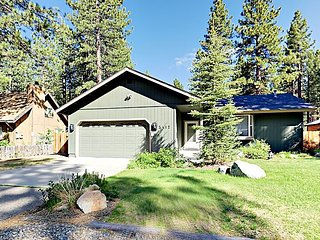 Bijou 4BR w/ Spacious Deck - Minutes to Slopes & Local Hot Spots, Near Meadow