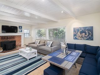 1BR Beachside Bliss, 40' to Ocean! Courtyard w/ Hot Tub & Outdoor Shower