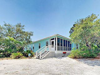 3BR Cottage Between the Bay & Beach - Enjoy a Pool, Hot Tub & Tennis!
