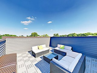 All-Suite 3BR w/ Rooftop Deck in Historic Waverly, Near 12 South & Music Row