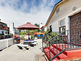 Sunny Mission Beach 2BR Cottage w/ Patio - 1 Block to Beach & Bay