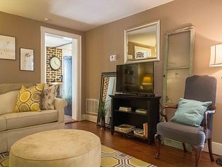 Quiet Retreat Within Walking Distance of Forsyth Park - 2BR w/ Lush Courtyard