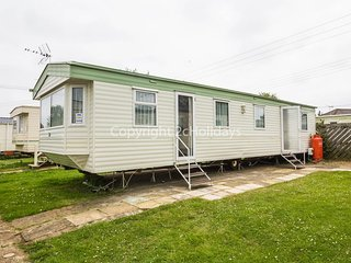 27608. 8 Berth Caravan in Seawick Holiday Park. Clacton-on-Sea. Pets Welcome