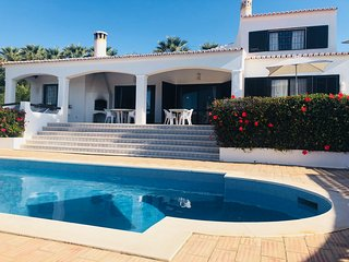Luxury child friendly Villa, with enclosed pool, in the heart of carvoeiro